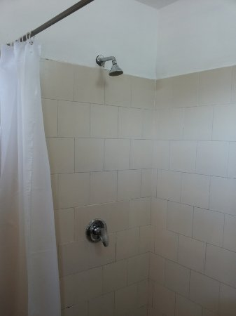 Motel Aviv : shower