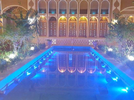 Mozaffar Traditional Hotel