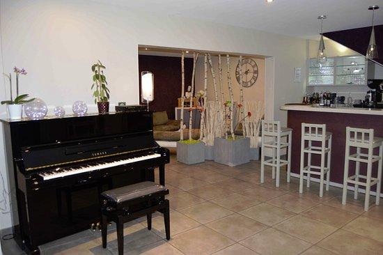 Vic-en-Bigorre, Francia: Espace salon et bar