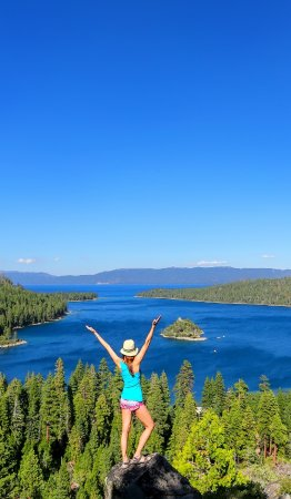 Tahoe Vista, Калифорния: Hiking above scenic Emerald Bay