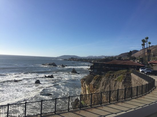 the waves crashing on cliffs - Picture of Shore Cliff Hotel, Pismo