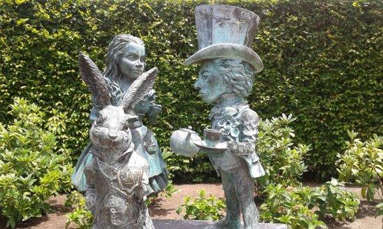 hamilton gardens fantasy section alice in wonderland sculpture - Alice In Wonderland Garden