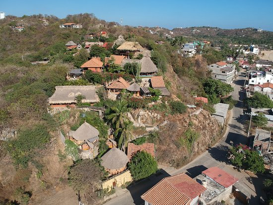 La Loma Linda: Bungalows, Yoga and Feldenkrais : Aerial view of the entire complex (taken with Drone)
