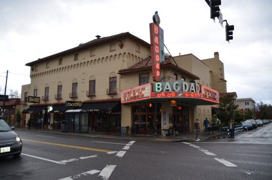 ‪McMenamins Bagdad Theater and Pub‬