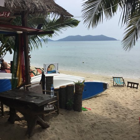 Ko Chang Tai, Thailand: Wonderful Beach for Stand-up-Paddeling! Low or No Waves, beautiful Landscape. Very good prices!