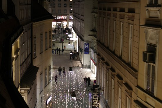 Hotel Konig Von Ungarn: View from room looking towards Stephansplatz