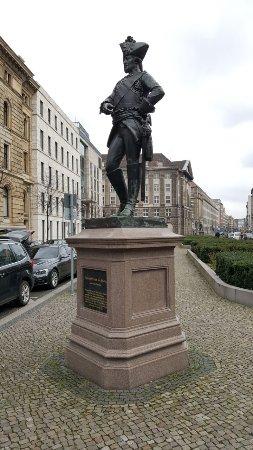 Friedrich Wilhelm von Seydlitz statue