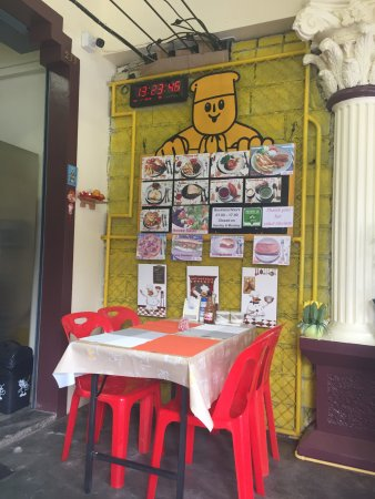 Maharat Bakery and Restaurant: Outside Area