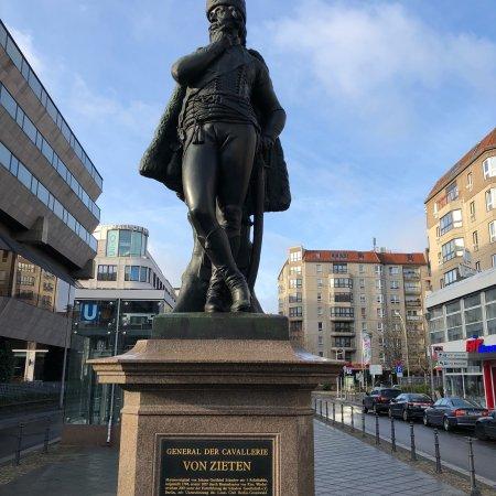 Hans Joachim von Zieten statue