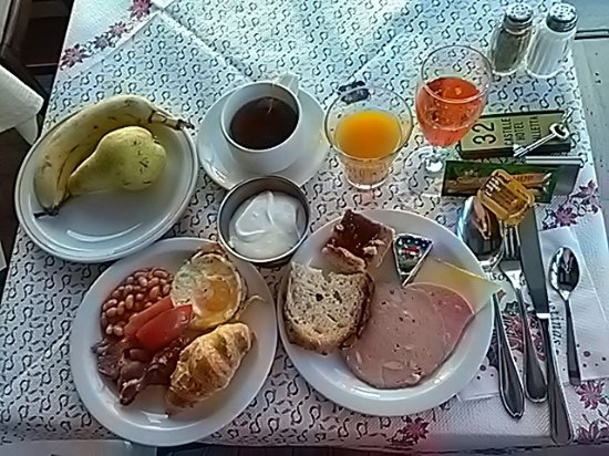 Castille Hotel: buffet breakfast