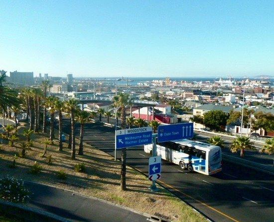 Garden Court Nelson Mandela Boulevard: vue prise du parking de l'hôtel