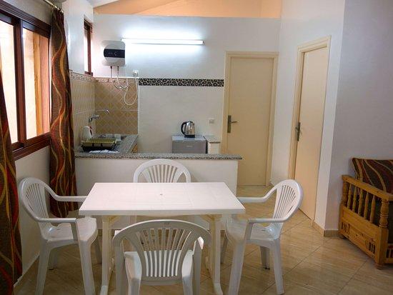 Apartment 2 Essbereich Und Kuchenzeile Ohne Herd Mit Kuhlschrank