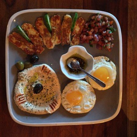 Nofretete Cafe' Restaurant: Egyptian breakfast. Beautiful. Especially the humous with warm pittas. 5*.