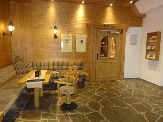 Best Western Hotel Hofgut Sternen: Entrada do restaurante, na recepção do hotel