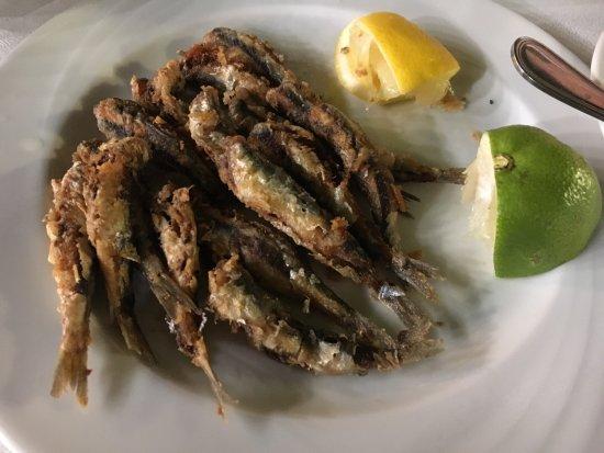 Vartholomio, Grekland: Sardinen frittiert