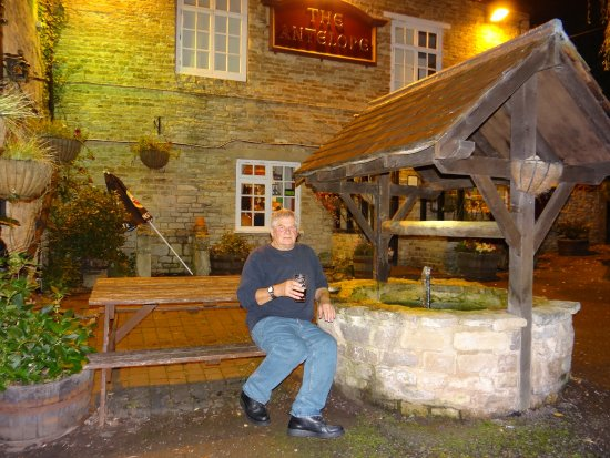 Lighthorne, UK: At the front of the pub