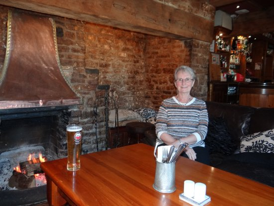 Lighthorne, UK: Infront of the bar area