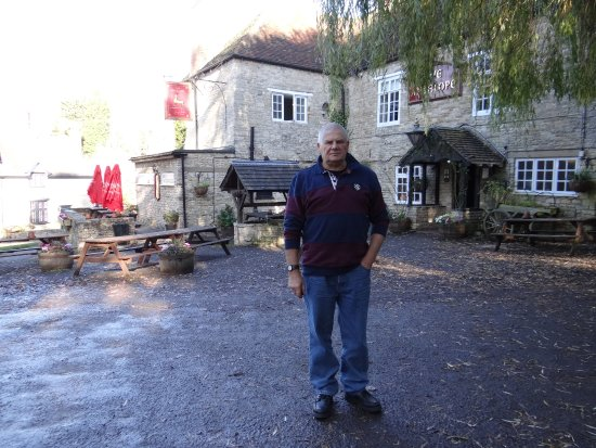 Lighthorne, UK: Front of the pub
