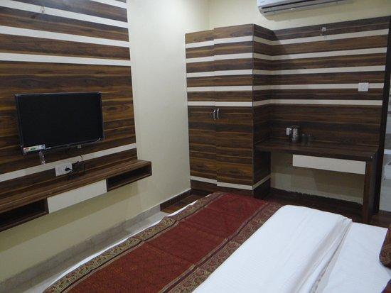 Diamond Hotel - Budget Luxury Hotels in Varanasi, UP India