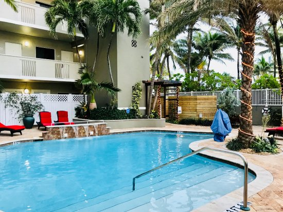 Sun Tower Hotel & Suites: Heated pool