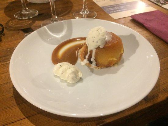 La Paillotte: Pomme caramel beurre salé et glace et chantilli aux truffes