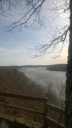 Gillette Castle State Park: awesome views of the CT river from here !