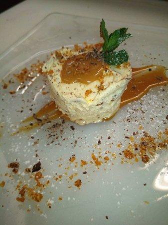 San Bartolomeo in Bosco, Włochy: Semifreddo al croccante di arachidi con salsa caramello salata