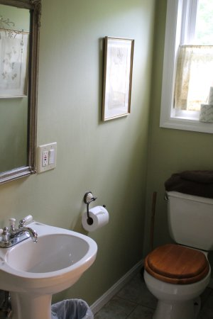 Pittsfield, Nueva Hampshire: Downstairs full bath in Oakleaf