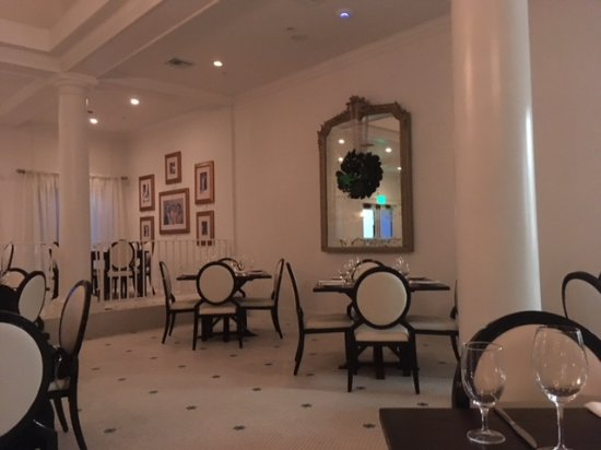Dining Room Picture Of White Pillars Restaurant And Lounge