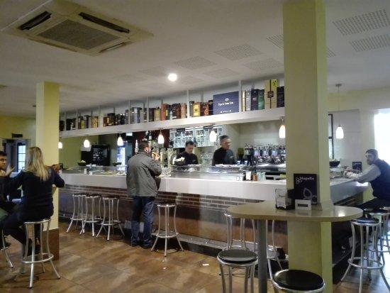 La Lastrilla, İspanya: sala bar