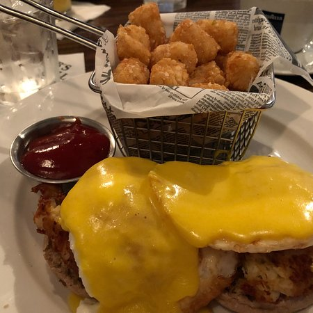 Fulton, MD: Crab Benedict at brunch