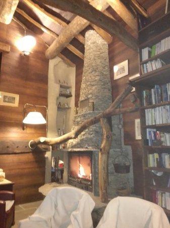 Monterosso Grana, Italië: Uno scrigno segreto incastonato tra le pendici di sperdute quanto affascinanti montagne nella V