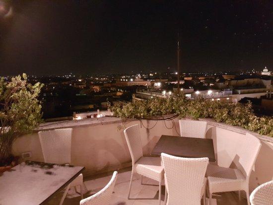 Terrazzo con gabbiani - Foto di Bettoja Hotel Mediterraneo, Roma ...