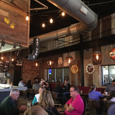 Willow Park, TX: Drake's Yoke has a Western-themed, laid-back atmosphere.