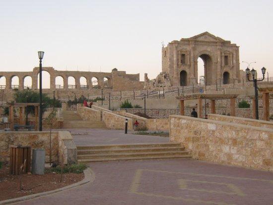 Руины Джераша. Иордания - ジャ...