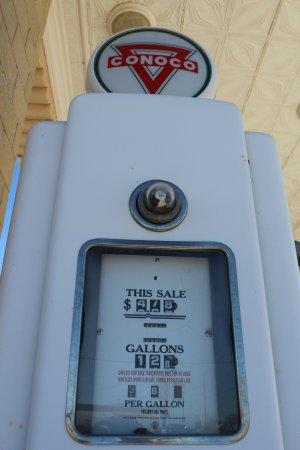 Shamrock, TX: Take about cheap gas!