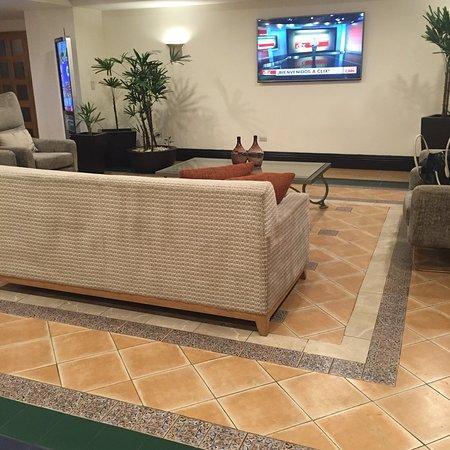 Holiday Inn Express Galerias San Jeronimo: photo2.jpg