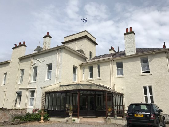 Invernairne Hotel: Beautiful Exterior.