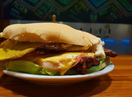 Coronel Pringles, Argentine: Sandwich de lomo, uno de los preferidos!