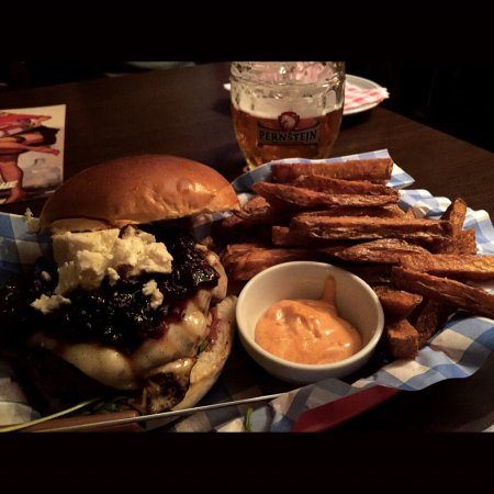 Sad Man's Tongue Bar & Bistro: Onion marmalade burger! Perfect sweet and salty combination! Loved.
