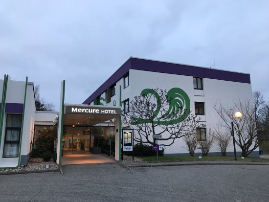 Mercure Hotel Saarbruecken Sud: Hotel Entrance from the Carpark