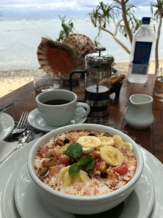Vanua Levu, Fiji: Breakfast Oats on the Beach
