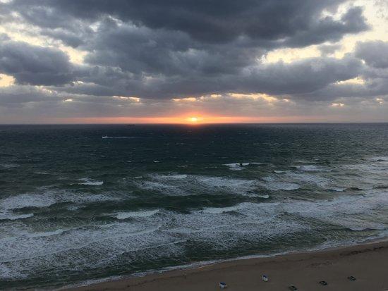 Marriott's Oceana Palms: Sunrise from 18th floor!!!!