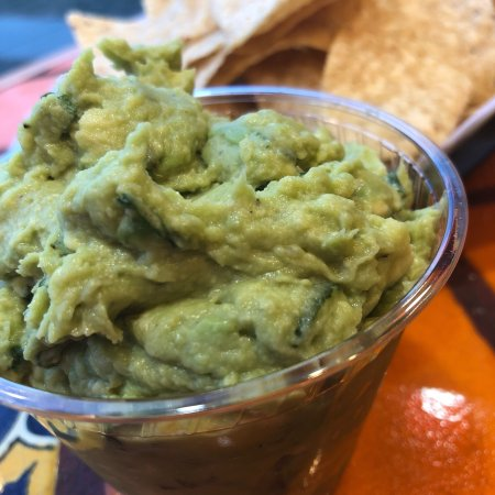 Grosse Pointe Woods, MI: Guac and chips