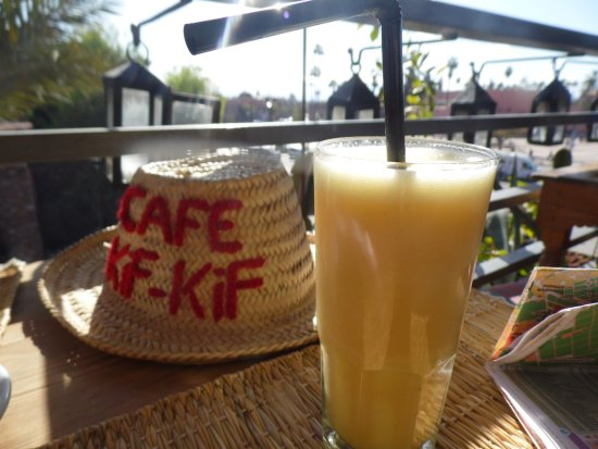 jus de fruits press picture of cafe kif kif marrakech tripadvisor. Black Bedroom Furniture Sets. Home Design Ideas