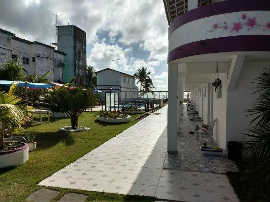 Guaibim: Vista da área de piscina e quartos de baixo