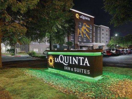 La Quinta Inn & Suites  San Antonio Downtown: Exterior