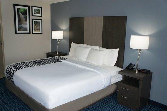 Peru, IL: Guest room
