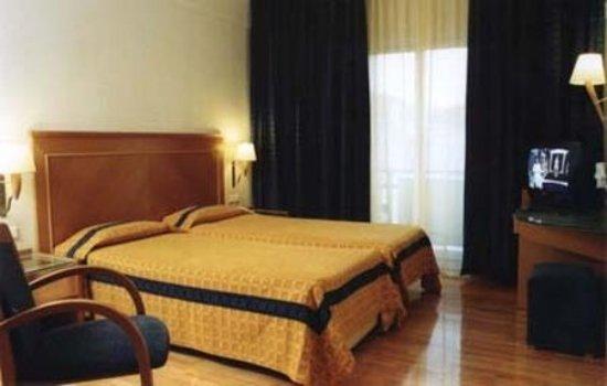 Plaka Hotel: Guest room