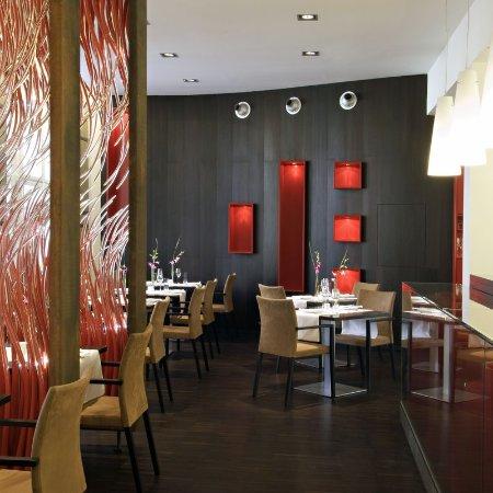 The Levante Parliament: Restaurant